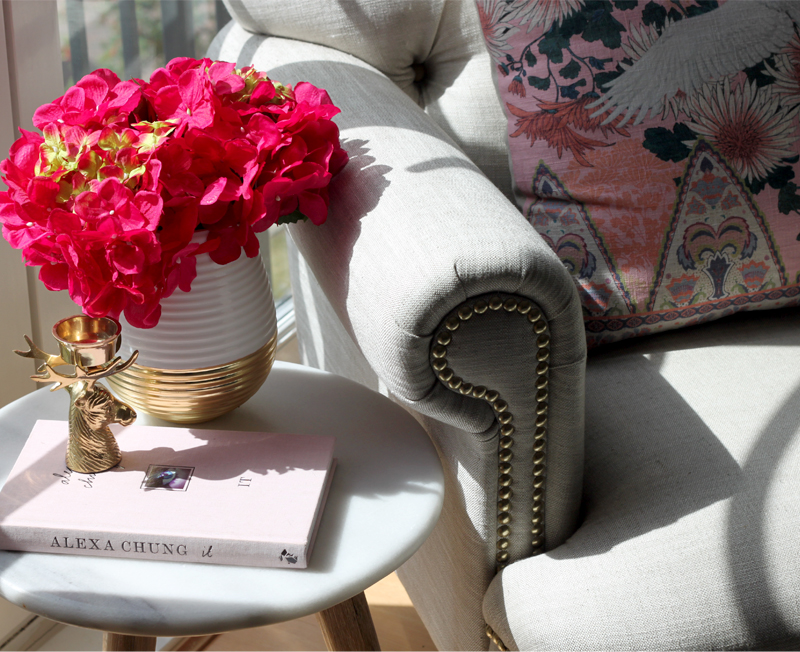 HOW TO CREATE A READING NOOK WITH LIMITED SPACE