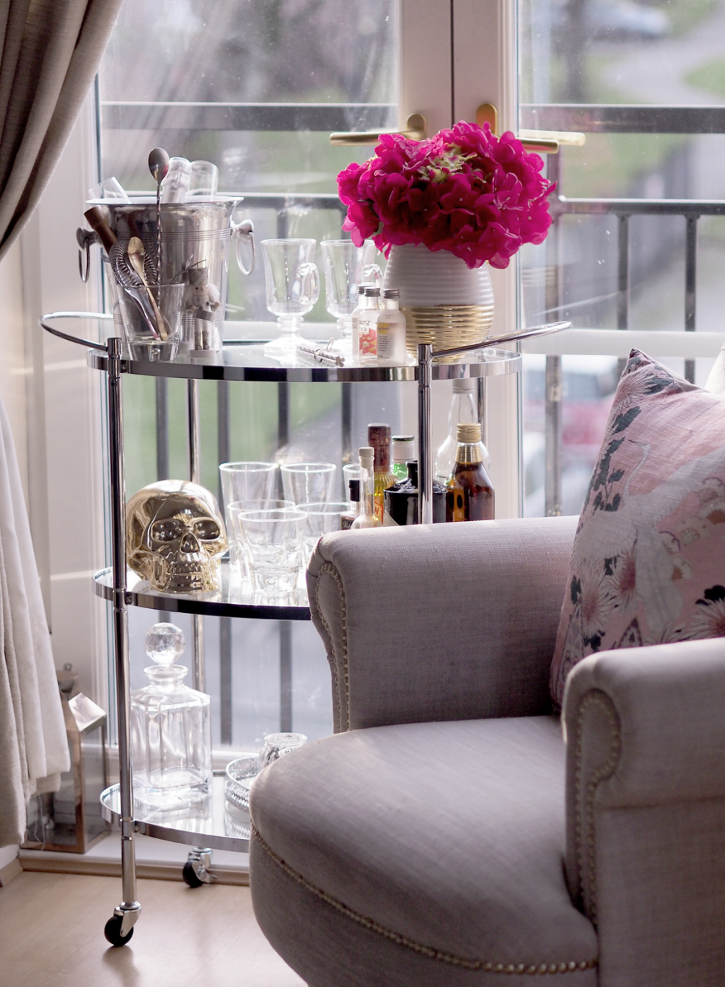 HOW TO STYLE THE PERFECT BAR CART DRINKS TROLLEY