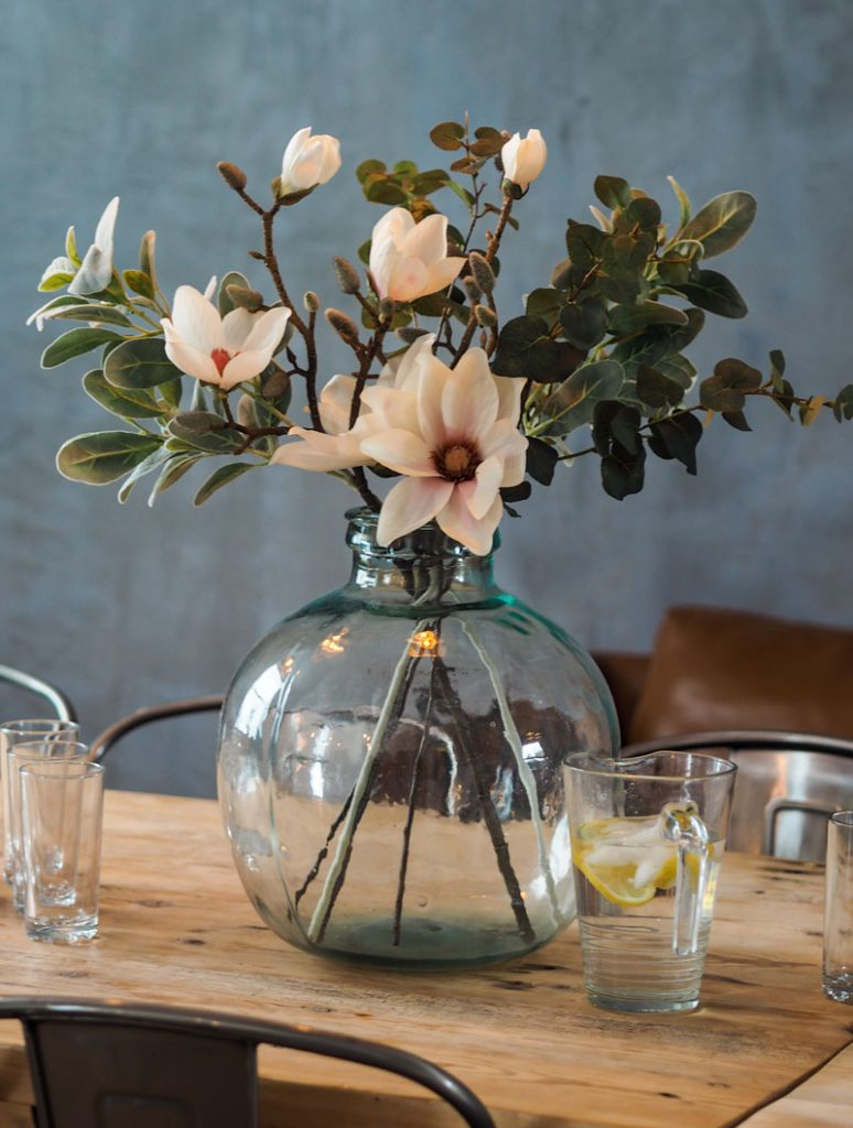 Beautiful flowers used to decorate the table