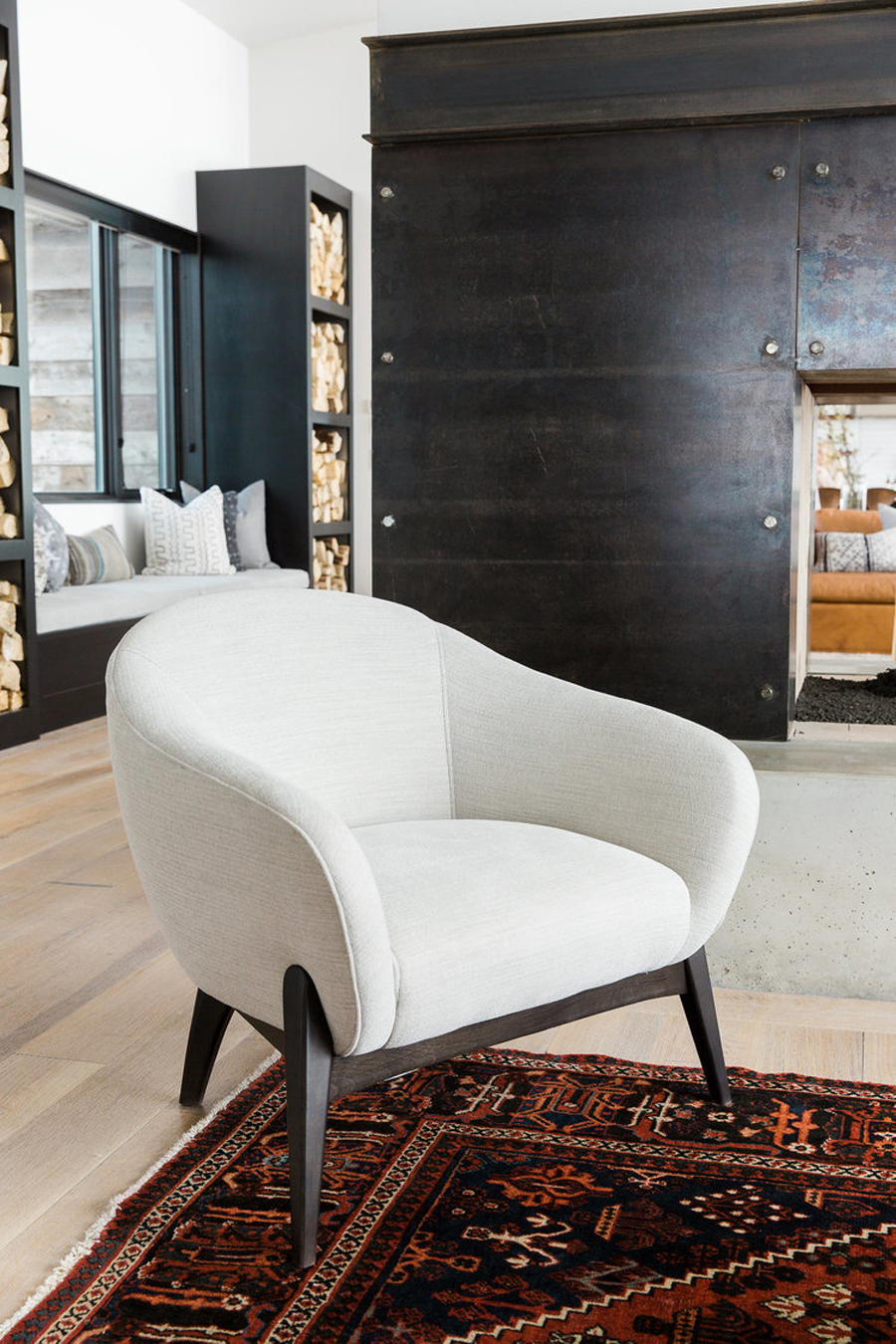 If a modern monochrome house tour mixed with traditional mountain ranch design is your thing then you will love this Park City retreat.