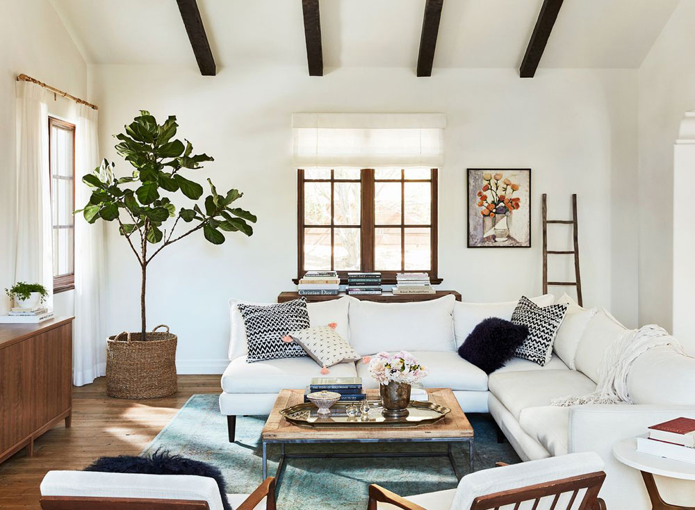 Today we're taking you around the Malibu house tour of entrepreneur and total girl boss inspiration, Lauren Conrad.