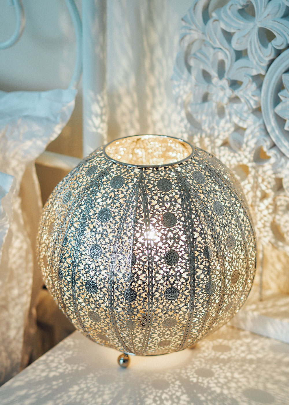 Today I'm sharing how to add moroccan interior design inspiration into your own home, in partnership with First Choice Lighting.