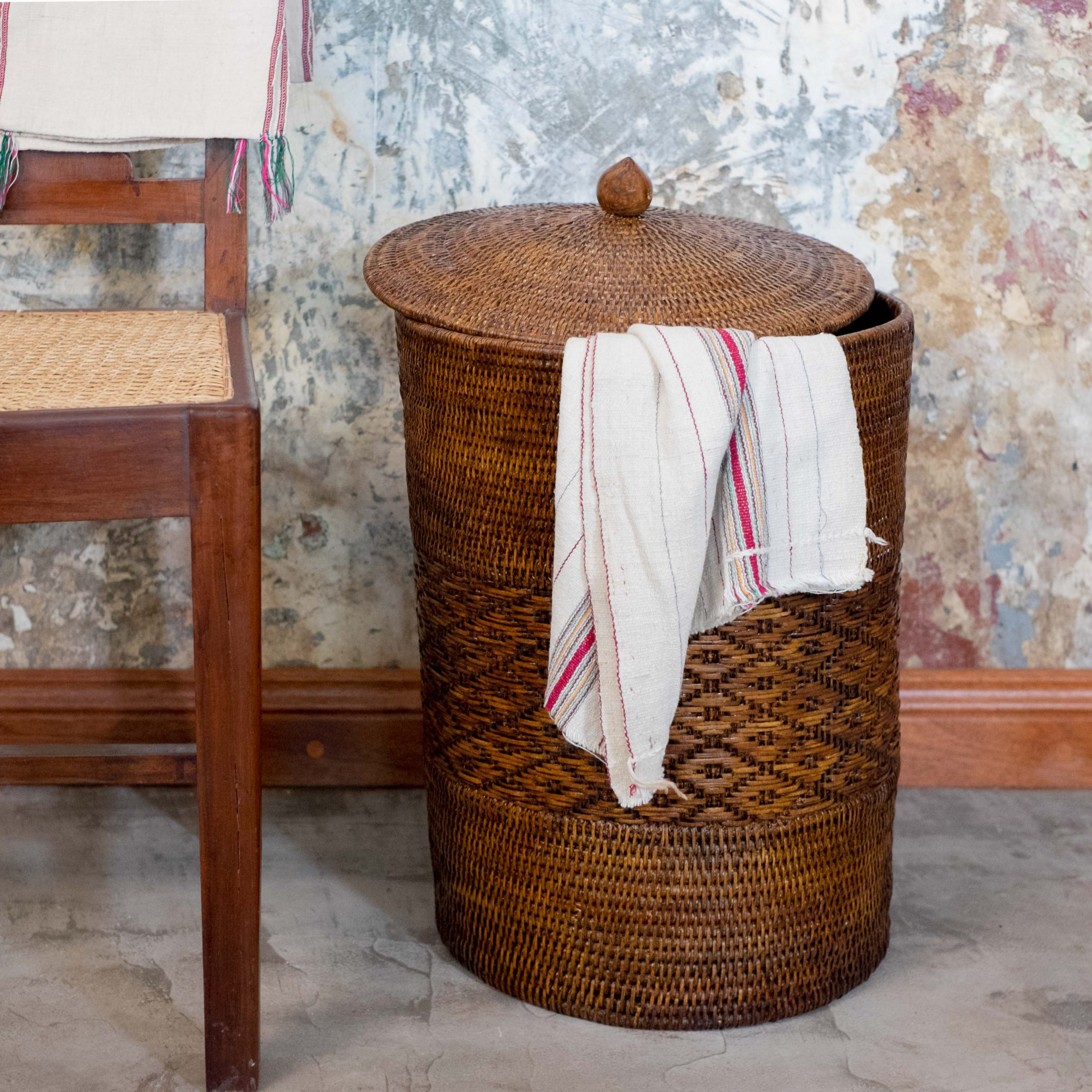 Woven laundry basket by Kalinko
