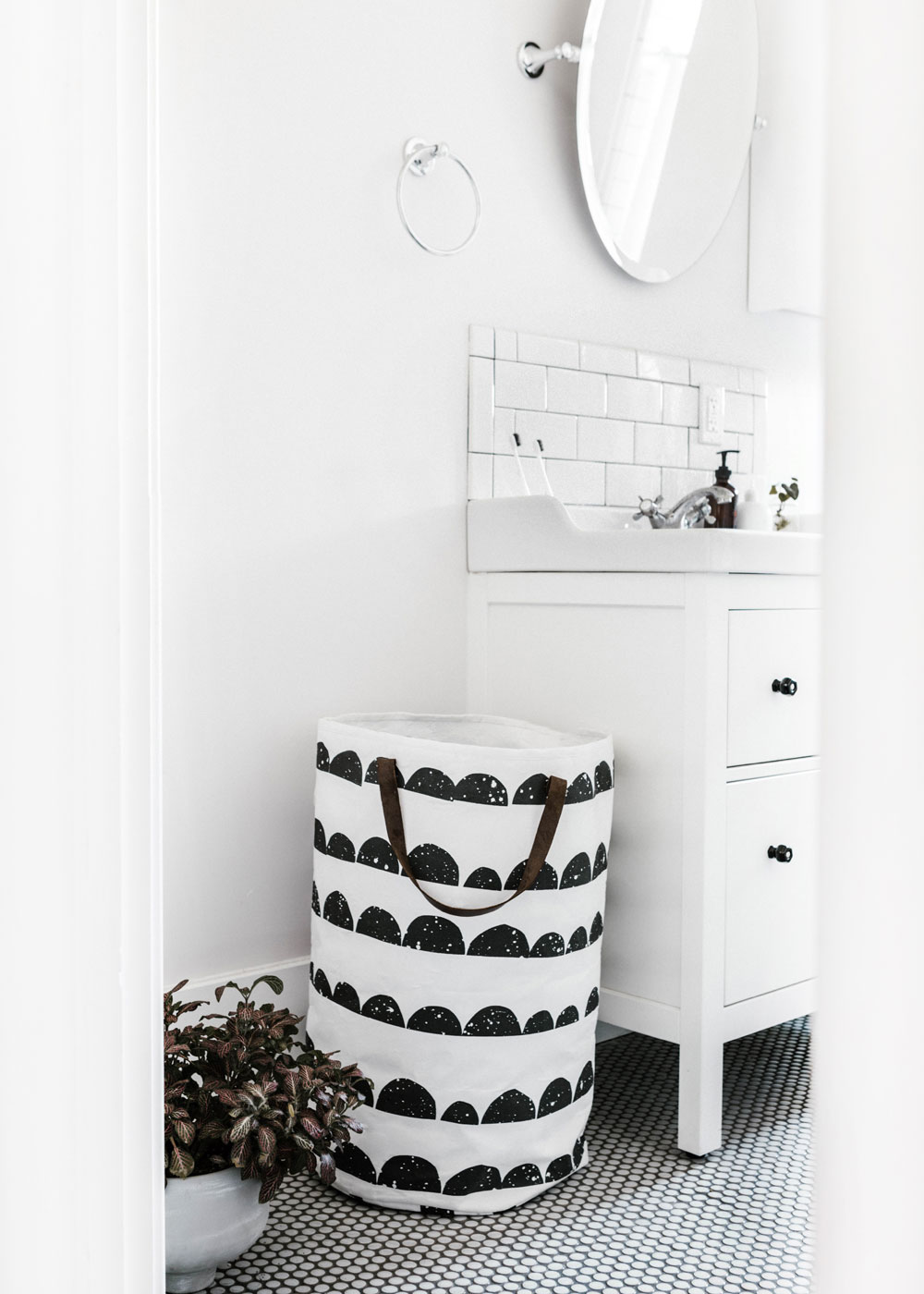 How to make a small bathroom appear bigger apartment number 4 - Seven tips to save space in a small bathroom ...