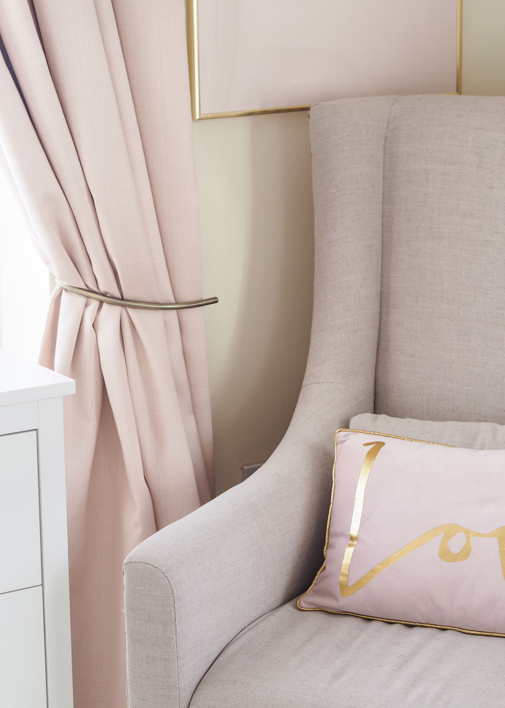 Today I'm partnering with blind and curtain specialist, Hillary's, to show you how to create an urban glamour look in your own home.