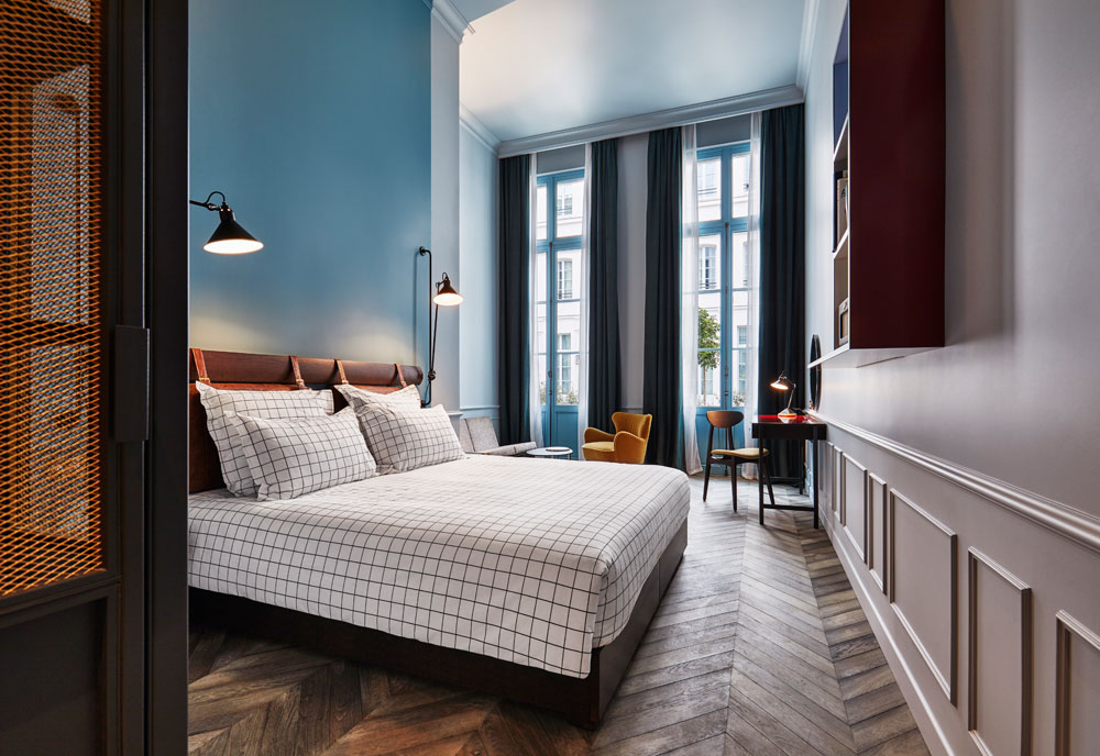 Today I'm sharing how to get the look of The Hoxton Hotel Paris and giving you an exclusive tour around one of the most beautiful hotels in Europe.
