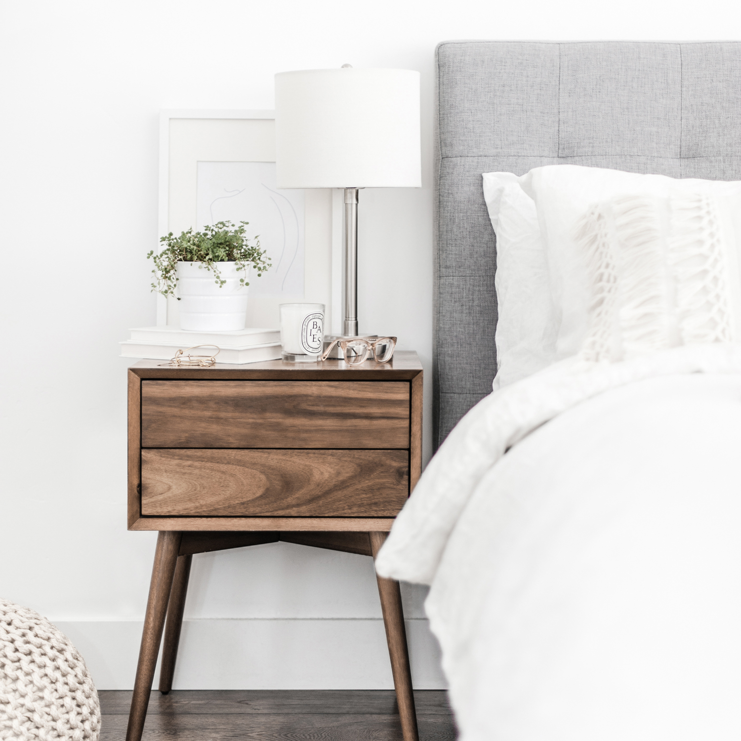 The £99 Online Interior Design Service helps you create a stunning room decor scheme without the expense of an interior designer. For £99, I will create moodboards, styling tips, advice on room layout and a comprehensive shopping list of furniture, soft furnishings and accessories.