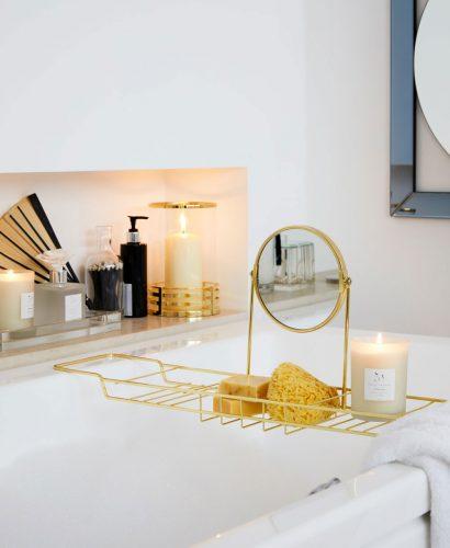 Today I'm sharing stylish storage solutions and ideas for small bathrooms, whether you rent or you've bought your own place. Compact storage is key in a small bathroom so check out today's post for ideas on how to maximise your space.