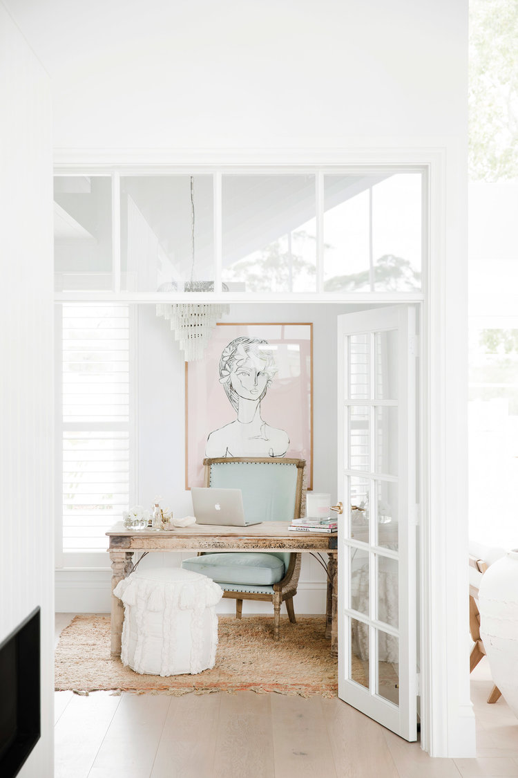 If you're wondering what it takes to be an interior designer, then we have the post for you. Today we're taking a look at 7 female interior designers that are changing the game in the home decor industry. From inspiring concept moodboards to home renovation ideas and before and after makeovers, these female entrepreneurs show how they continue to smash goals, stay motivated and inspire #interiordesigner #entrepreneurtips
