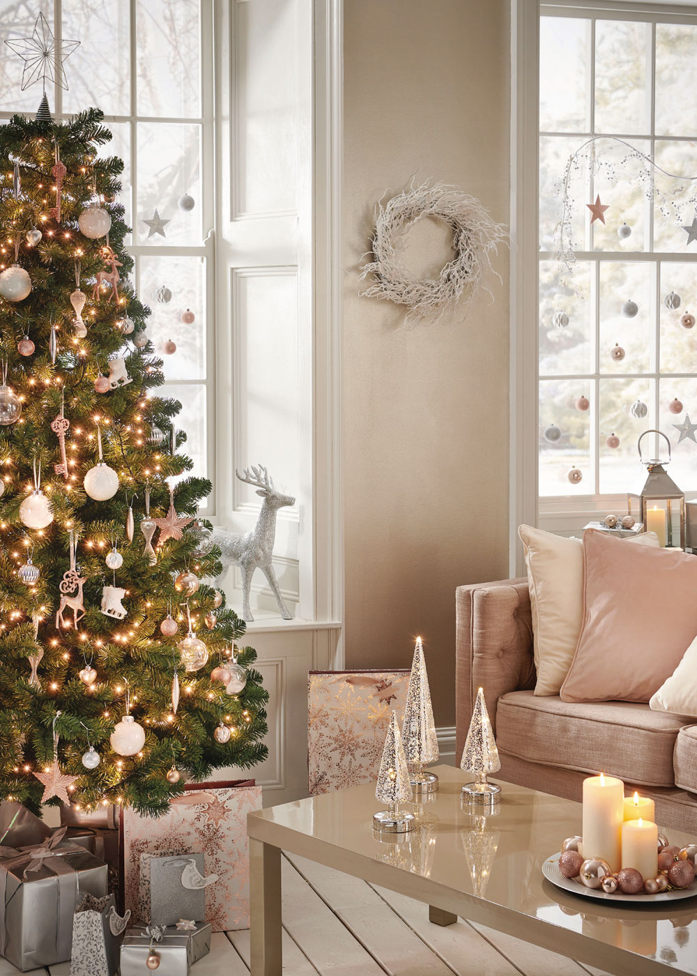 Looking for budget Christmas decorations to deck your home out this festive season? Look no further. In today's post, I'm sharing seven of the best shops on the high street to buy cheap Christmas decorations, from tree decorations, to Christmas Eve boxes, to Christmas dinnerware. Click through for some last minute simple holiday decorating ideas from Wilko #budgetchristmas #cheapchristmas #christmasdecor