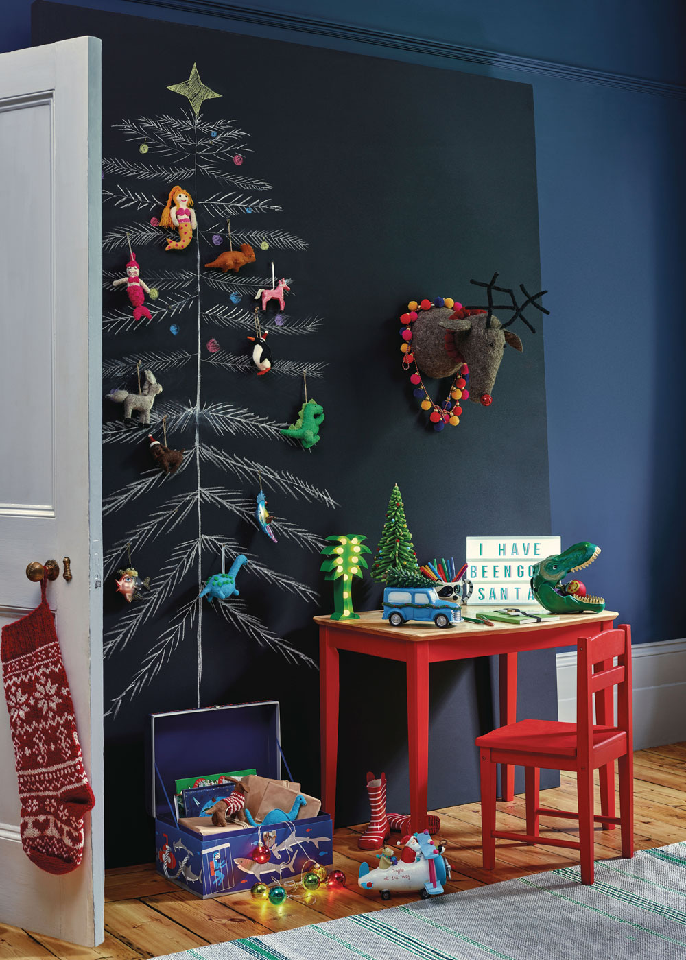 Looking for budget Christmas decorations to deck your home out this festive season? Look no further. In today's post, I'm sharing seven of the best shops on the high street to buy cheap Christmas decorations, from tree decorations, to Christmas Eve boxes, to Christmas dinnerware. Click through for some last minute simple holiday decorating ideas from Homesense #budgetchristmas #cheapchristmas #christmasdecor