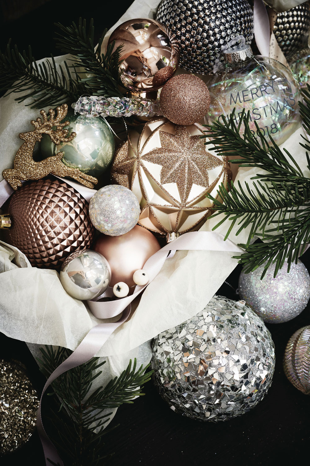 Looking for budget Christmas decorations to deck your home out this festive season? Look no further. In today's post, I'm sharing seven of the best shops on the high street to buy cheap Christmas decorations, from tree decorations, to Christmas Eve boxes, to Christmas dinnerware. Click through for some last minute simple holiday decorating ideas from Next #budgetchristmas #cheapchristmas #christmasdecor